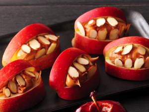Source: http://www.buzzfeed.com/madinapapadopoulos/26-healthy-halloween-snack-hacks-ehw3?sub=2707657_1873388
